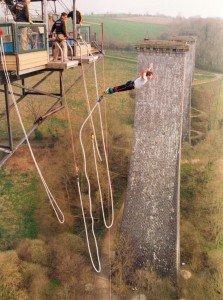 002-saut-a-lelastique-la-souleuvre-avril-2000-223x300